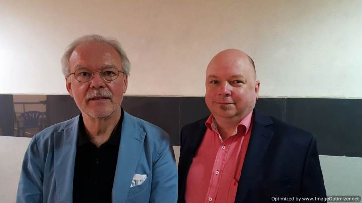 Prof. Kaufmann (left) and Dr. Grode. - Photo R. Prasad-Optimized
