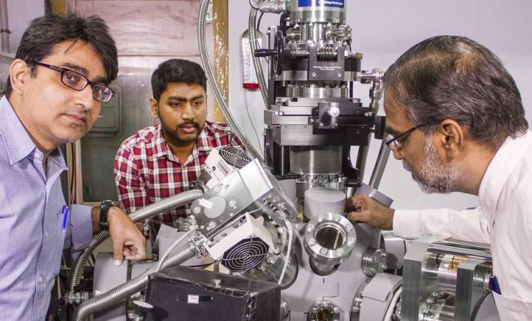 from left - prof. rajnish kumar, jyotirmoy ghosh and prof. pradeep around the ultrahigh vacuum chamber - jpg-optimized